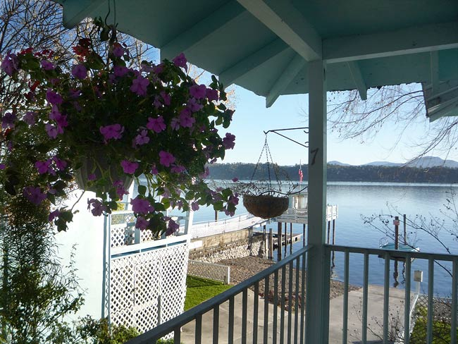 Clear lake california waterfront vacation rental blue for Blue fish cove